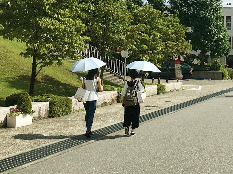 来場者プレゼントの BAIKA×CLATHAS(クレイサス)の日傘。今回はブルーです!